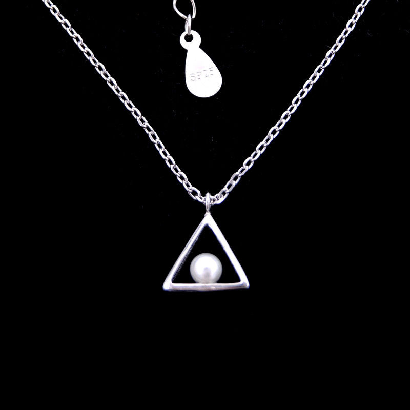 Triangle Shape Silver Pearl Necklace / Simple Elegant Freshwater Pearl Jewelry